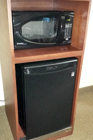Sleep Inn & Suites Madison: Refrigerator & Microwave