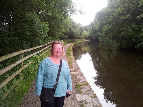 Walking along the canal into Slaithwaite