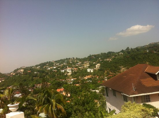 Neita's Nest: Overlooking Kingston/St. Andrew