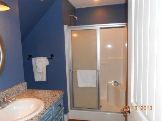 Stormy Point Village a Summerwinds Resort: upstairs bathroom