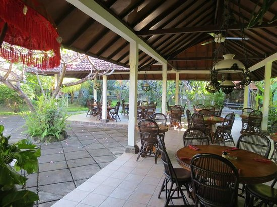 Rini Hotel: Dining area..