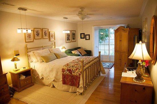 A Cherry Place Bed and Breakfast: Magnifique chambre située au 2e étage