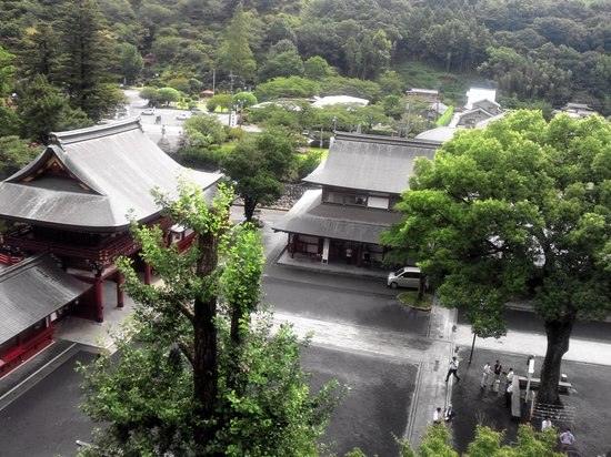 Kashima, Japón: Scenery from Honden (main shrine) on the hillside.