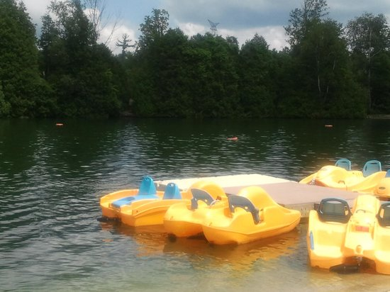 Emerald Lake RV Resort and Waterpark : Paddle Boats
