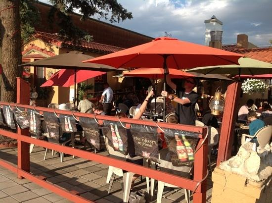 El Paraiso Family Mexican Restaurant: Lots of happy diners on the patio