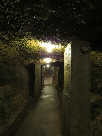 Don Q Inn: Tunnel connecting hotel and restaurant