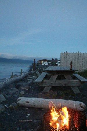 Alaska Paddle Inn: Bayside fire