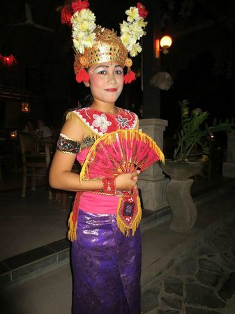 Astina Bar and Restaurant: Bali dancer..