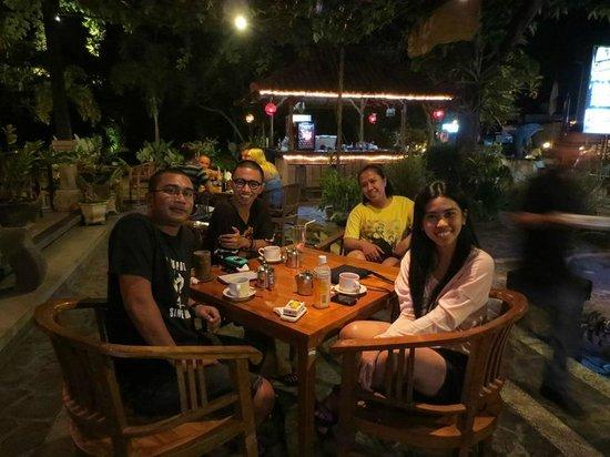 Astina Bar and Restaurant: Outdoor seating..