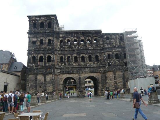 Secrets of the Porta Nigra: Trier:  Porta Nigra (Black Gate)