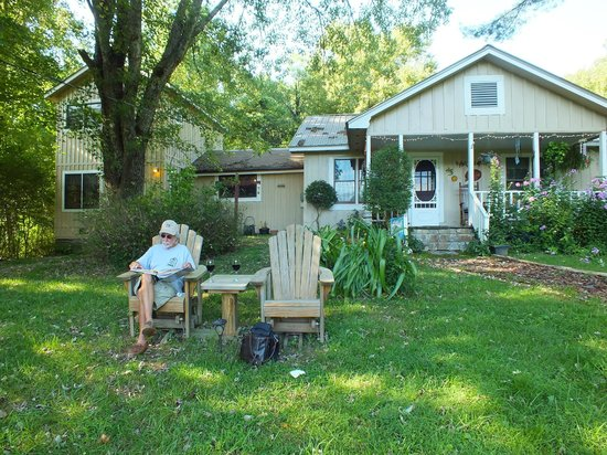 "Henson Cove Place B&B : Soakin' up the ambiance, the local fowl, and a crisp ""red"" ..."