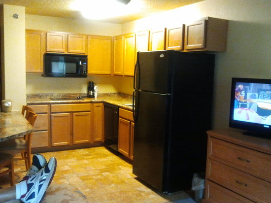 Spirit of the Smokies Condo Lodge: Spacious Room w/larger kitchen; very clean.