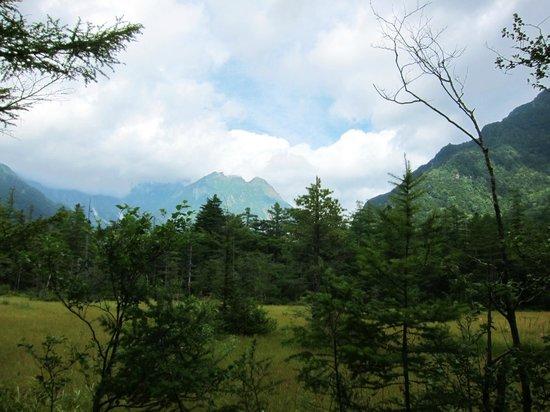 Hotaka Mountain Range: 穂高連峰・・・雄大な山並