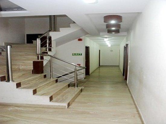 Hotel Lav-Kush Deluxe: Corridor