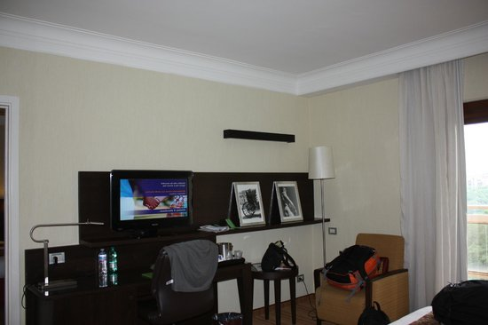 Courtyard by Marriott Rome Central Park: Our room.  Flat screen TV with several english stations, in room refridgerator