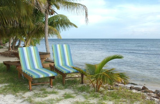 Hatchet Caye Resort: Nice places to relax all around the island
