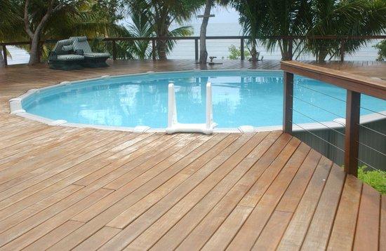 Hatchet Caye Resort: The pool