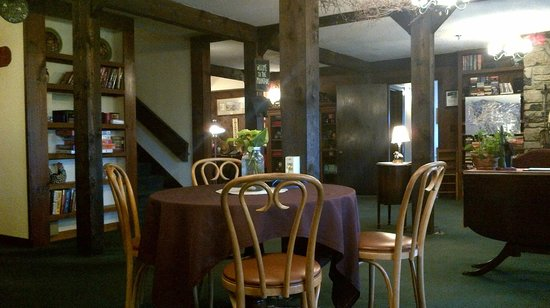 Bolton Valley, Вермонт: Possible to eat at 1 table-as rest of inn is locked down after they serve dinner to clients