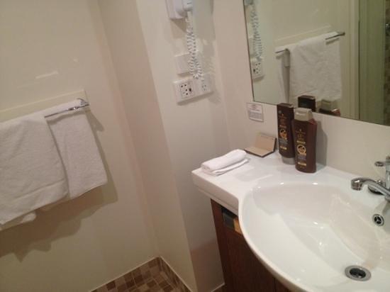 Coachman's Inn Warwick: bathroom