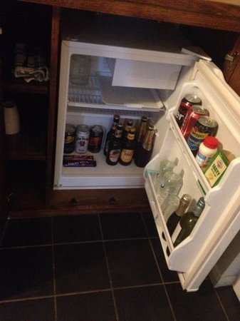 Coachman's Inn Warwick: bar fridge