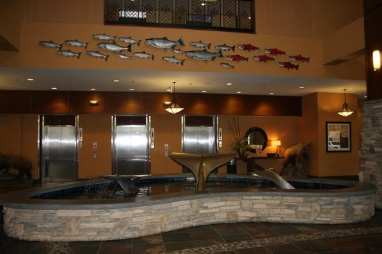 Embassy Suites by Hilton Anchorage: Lobby art