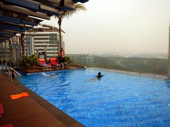 Rooftop swimming pool picture of aloft kuala lumpur - Homestay in kuala lumpur with swimming pool ...