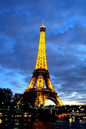 Ibis Opéra la Fayette: Torre Eiffel