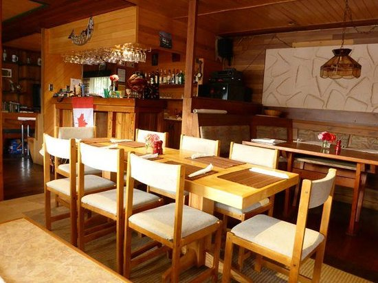 Cordero Fishing Lodge: Rustic dining area