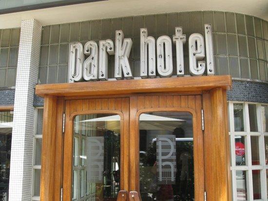 Park Hotel Barcelona: Entrada del hotel