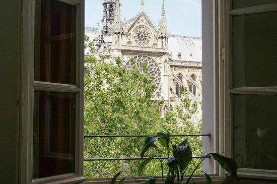 Quai Montebello: Looking through one of the windows towards Notre Dame