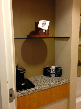 "Harrah's Ak-Chin Casino Resort : coffee bar in bathroom of ""resort premium poolside queen room"""