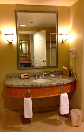 "Harrah's Ak-Chin Casino Resort : vanity in ""resort premium poolside queen room"""
