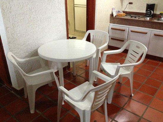 Foto de las olas resort san jos de r o chico utensilios for Comedor chico precio