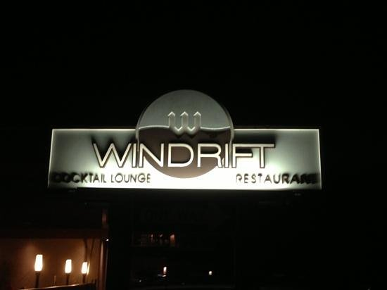 Windrift Resort Hotel: by the pool