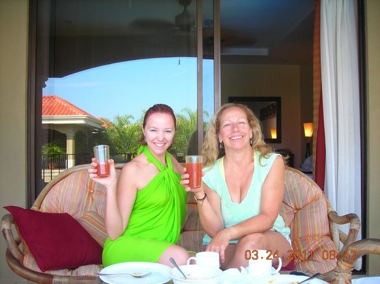 Monte Carlo Condominium: Enjoying breakfast from comfortable patio furniture
