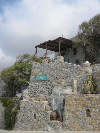 Pano Gitonia: Part of the entrance to the hotel (bungalows)