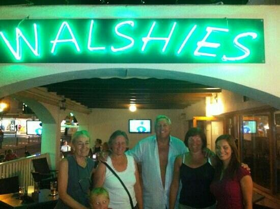 Walshies Sports Bar & Grill: walshies lovely bar