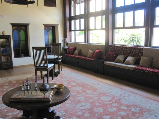 Spirit of the Knights Boutique Hotel: Common room - library