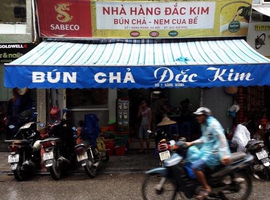 Dac Kim: Nhà Hàng Đắc Kim from the outside