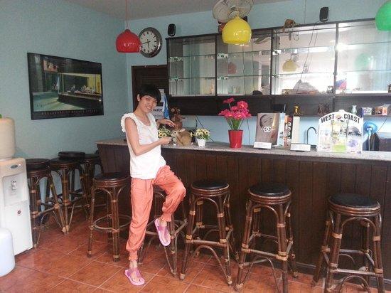 Kata Beachwalk Hotel and Bungalows : Small bar