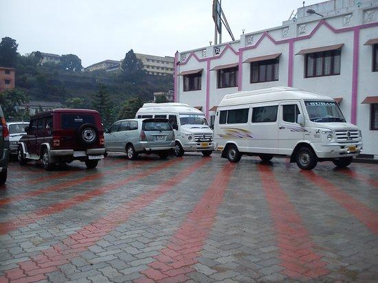 Royal Hotel: ample car parking