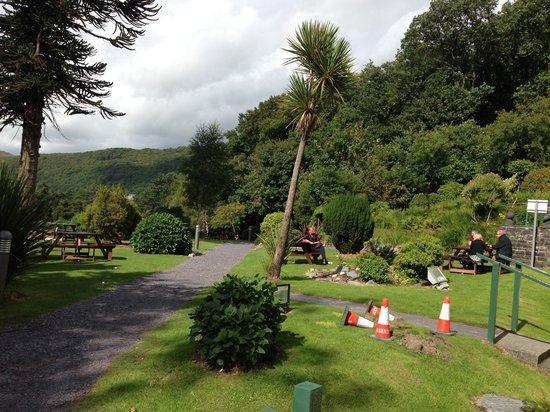 The Royal Victoria Hotel Snowdonia: Hotel garden