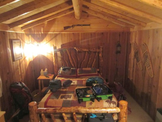 Alaska Creekside Cabins: Bed area of Spruce Cabin