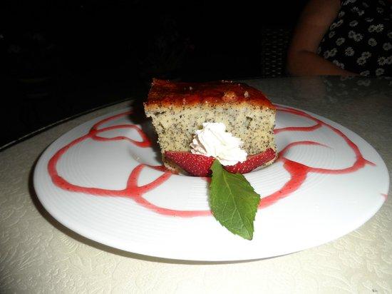 Cafe Bistro Yummy: Home-Made Strawberry & Poppy Seed Cake