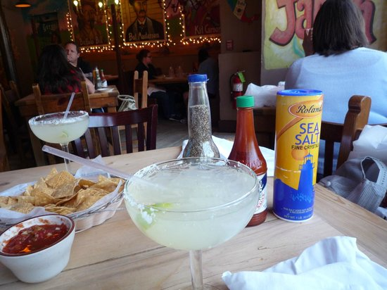 Border Cafe: Pepper in  bottle of Corona and margarita