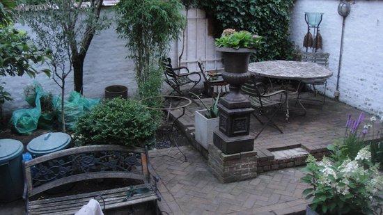 The Phileas Fogg : The garden
