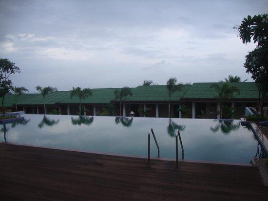 Greenleaf The Resort : poolside