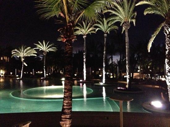 LUX* Belle Mare: Lux la piscina di sera