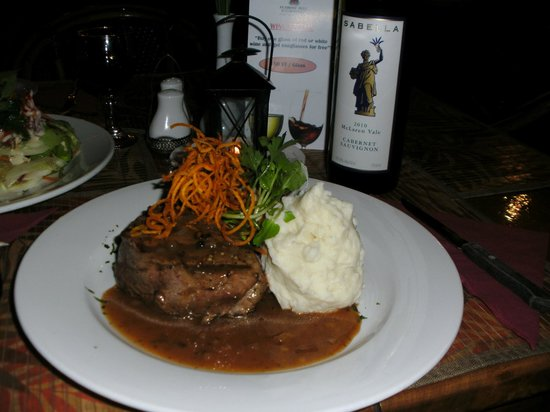 Flaming Bull Steak House: Eye fillet with mash