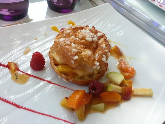 Restaurant La Fleur de Thym : Chou aux fruits frais et son sorbet pêche